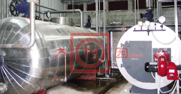 Steam accumulator and steam boiler